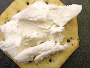 capricho-de-cabra-spread-on-cracker